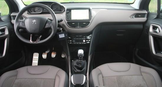 habitacle 2008 Essai Peugeot 2008 : Voyez la ville autrement!
