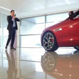 Innovation : Jaguar présente la XE sur FaceTime, Hangout et Skype!